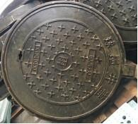 China Ductile cast iron manhole cover size dia 500mm thick 40mm weight 25kgs round metal drain covers on sale